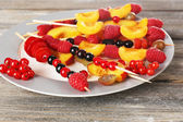 Fresh fruit skewers — Stock Photo