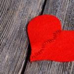 Broken heart and thread — Stock Photo #49189449