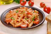 Pasta con salsa di pomodoro — Foto Stock