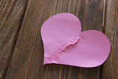 Broken heart and thread — Stock Photo