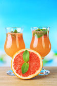 Grapefruit cocktail with cocktail straw on bright background — Stock Photo
