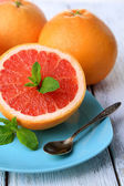 Half of grapefruit and spoon — Stock Photo