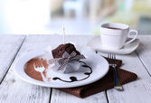 çikolata soslu çikolatalı kek — Stok fotoğraf