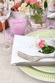 Table setting with spring flowers close up — Zdjęcie stockowe