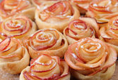 Tasty  puff pastry with apple shaped roses on table close-up — Stock Photo