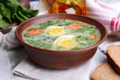 Delicious green soup with sorrel on table close-up — Stock Photo