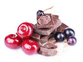 Summer berries and chopped chocolate isolated on white — Stock Photo