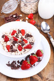 Healthy cereal in bowl with strawberries — Fotografia Stock