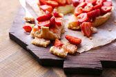 Strawberry tart on wooden tray — Stock Photo