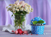 Tasty cupcake on table — Stock Photo
