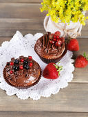 Tasty cupcakes on wooden background — Stock Photo