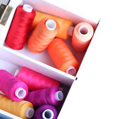 Multicolor sewing thread in wooden box — Stock Photo