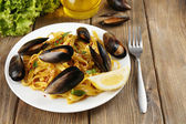 Traditional noodles with mussels — Stock Photo