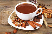 Tasse heiße schokolade auf dem tisch, close up — Stockfoto
