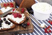 Ekmek peynir ile — Stok fotoğraf