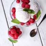 Creamy ice cream with raspberries — Stockfoto #49963307