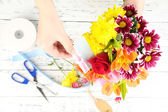 Female hands composing beautiful bouquet — Stock Photo