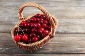 Sweet cherries in wicker basket — Stock Photo