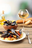 Tasty noodles with mussels — Stock Photo