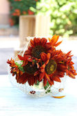 Beautiful sunflowers in vase — Stock Photo