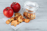 Fresh apples and dried apples — Stock Photo