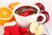 Fragrant mulled wine in bowl — Stock Photo
