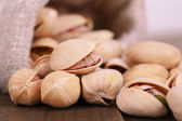 Pistachio nuts in sackcloth bag — Stock Photo