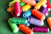Hilos de coser multicolor — Foto de Stock