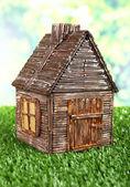 небольшой деревянный дом — Стоковое фото