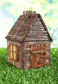 Klein houten huis — Stockfoto