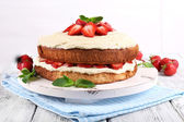 Delicious biscuit cake with strawberries — Stock Photo