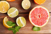 Different sliced juicy citrus fruits — Стоковое фото