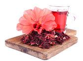 Chá de hibisco e flor isolado no branco — Fotografia Stock