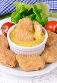 Nuggets de pollo con salsa — Foto de Stock
