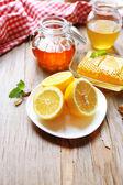 Limon ve tatlı bal — Stok fotoğraf