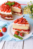 Biscuit cake with strawberries — Foto Stock