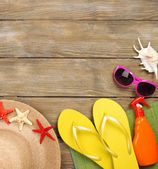 Summer items on wooden background — Stockfoto