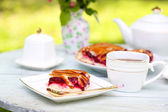 Teacups and tasty pie — Foto Stock