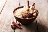 Brown sugar cubes and crystal sugar with spices — Stockfoto