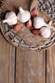 Fresh garlic on wicker mat — Foto de Stock