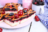 Sweet berries and berry tart — Stock Photo