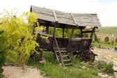 Starý dřevěný vozík, venku — Stock fotografie