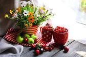 Ripe berries and flowers — Stock Photo