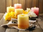 çiçekli güzel mumlar — Stok fotoğraf