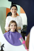 Young woman hairdresser do hairstyle girl in beauty salon — Stock Photo