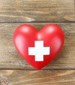 红色的心,用十字标志 — 图库照片