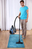 Man doing vacuum cleaning — Stock Photo