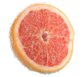 Fresh grapefruit in water bubbles — Stock Photo