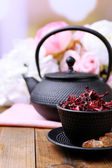 Black teapot, bowl and hibiscus tea — ストック写真