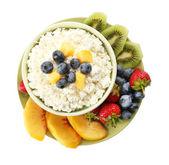 Творог с фруктами и ягодами — Стоковое фото